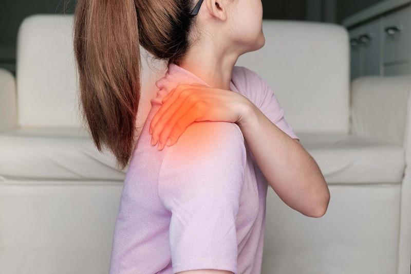 כאבים בשכמות - הטיפול הביתי שמנצח את הכאבים בי קיור לייזר